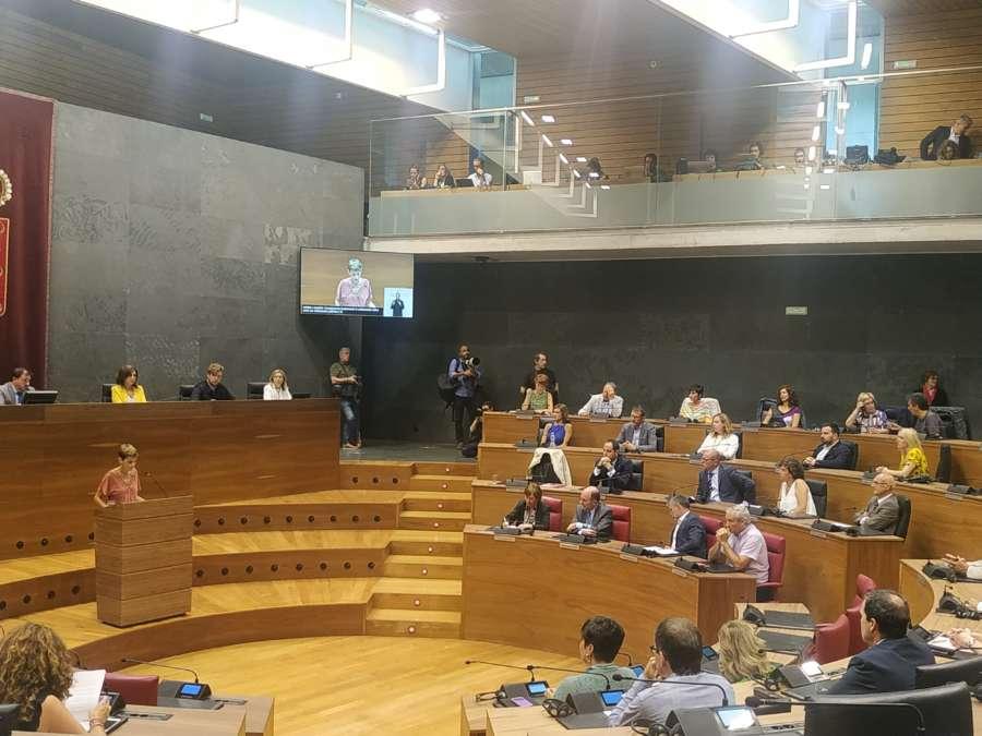 Chivite afirma que la exención retroactiva del IRPF por maternidad no es viable