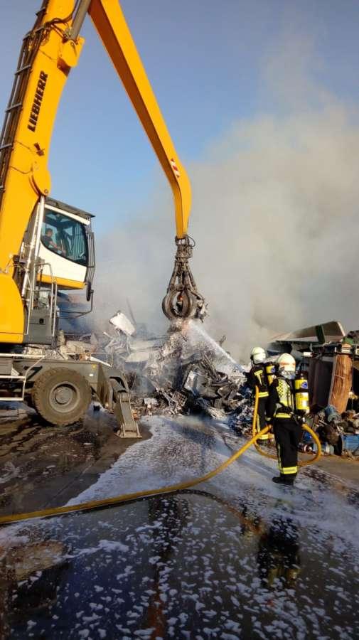 Un intoxicado por inhalación del humo del incendio de una chatarrería de Salinas de Pamplona