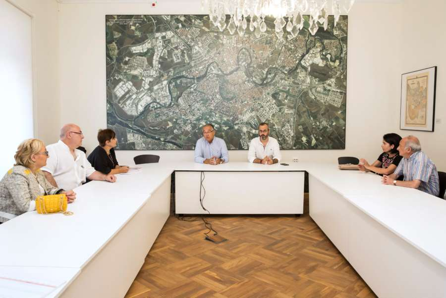 Maya presenta la propuesta de modificación a la plataforma vecinal 'Salvemos Pío XII'