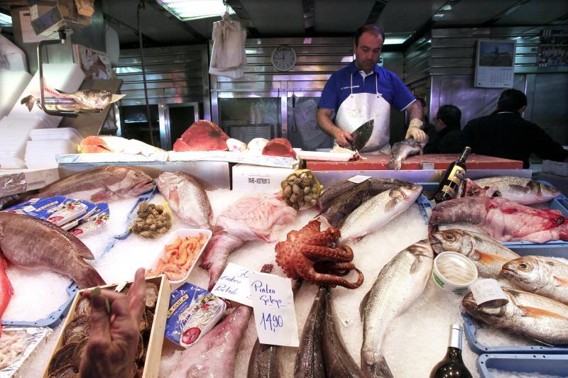 Carne, pescado y azúcar siguen perdiendo peso en la despensa de los españoles