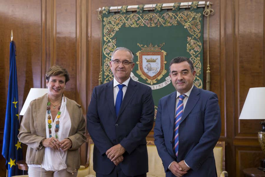El alcalde de Pamplona se reúne con el nuevo presidente de la Asociación de la Industria Navarra
