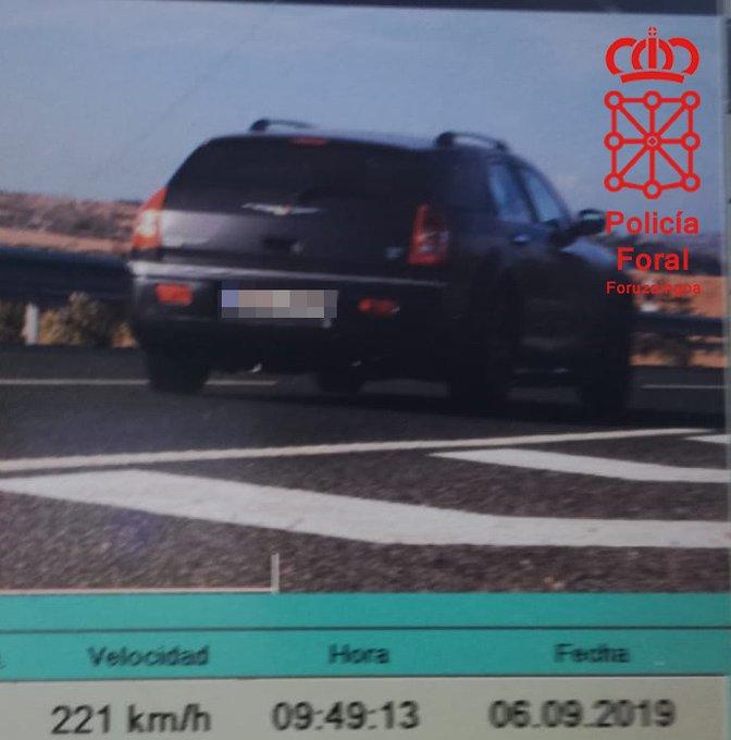 Imputan a un joven de 23 años por circular a 220 km/h