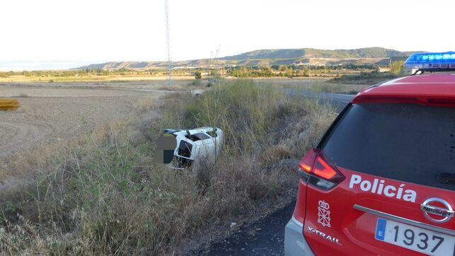 Un matrimonio y un bebé heridos al caer su furgoneta por un terraplén