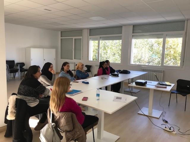 El Gobierno de Navarra subvencionará la alfabetización en euskera y castellano para inmigrantes