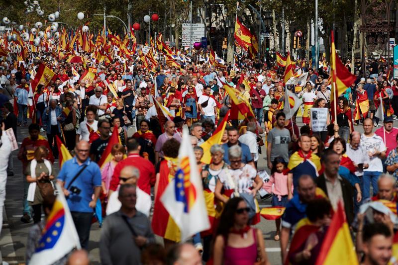 Miles de personas celebran el día de la Hispanidad en Barcelona