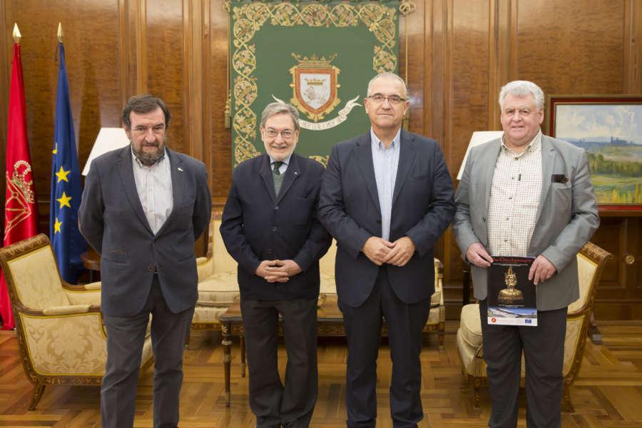 El alcalde recibe a los organizadores del Itinerario Cultural Europeo Vía Carlomagno