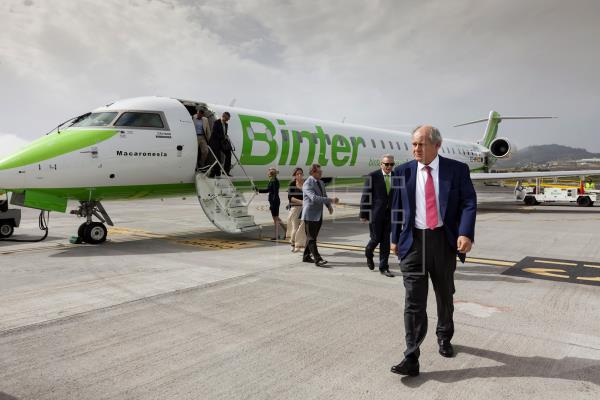 Una nueva ruta aérea acerca Navarra y Canarias desde este domingo