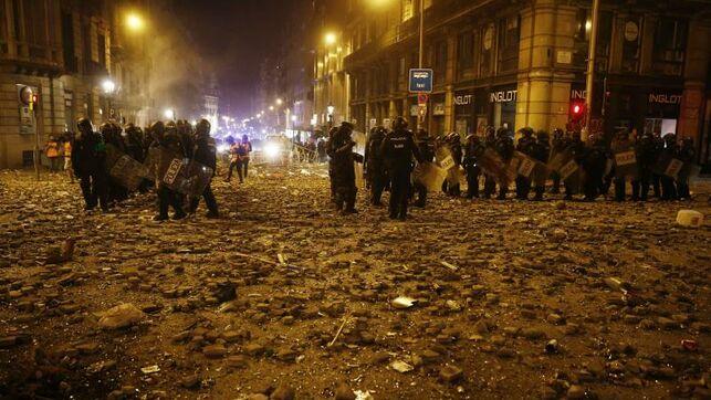 Grave en la UCI un polícia que sufrió un traumatismo cráneoencefálico en los disturbios en Barcelona