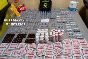 La Guardia Civil de Navarra incauta cientos de productos prohibidos en el Aeropuerto de Noáin