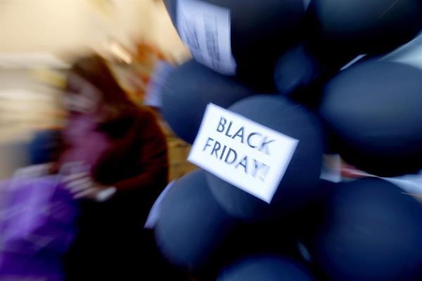 Los consumidores españoles, los que más comprarán en Black Friday de Europa