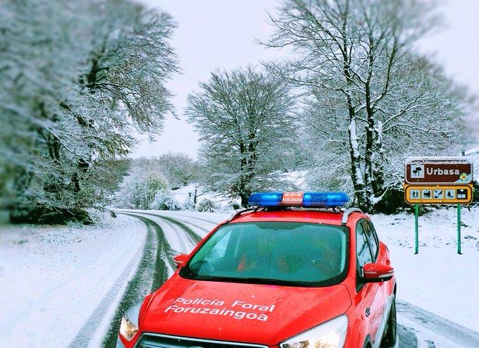 El Gobierno de Navarra pide precaución a los conductores y pone en marcha 33 quitanieves