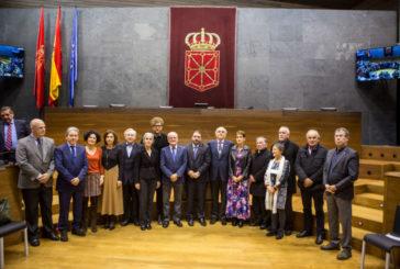 Entrega de la Medalla del Parlamento de Navarra a Euskaltzaindia con motivo de su centenario
