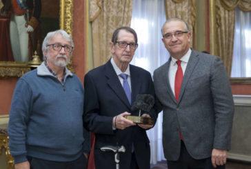 El periodista Gabriel Imbuluzqueta recibe el premio Txondorra Carbón Vegetal 2019
