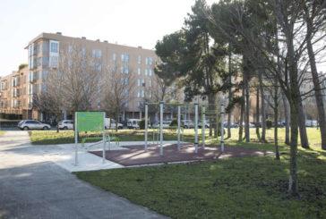 El Ayuntamiento de Pamplona instala en Buztintxuri un gimnasio al aire libre