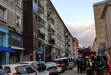 Cuatro policías municipales atendidos por humo en un incendio en Pamplona