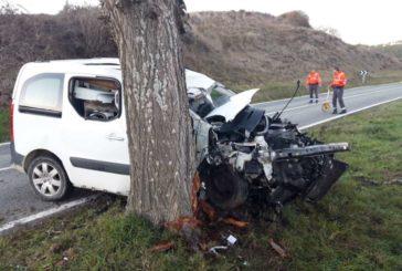 Fallece un joven de 19 años tras chocar su furgoneta contra un árbol en Gazólaz