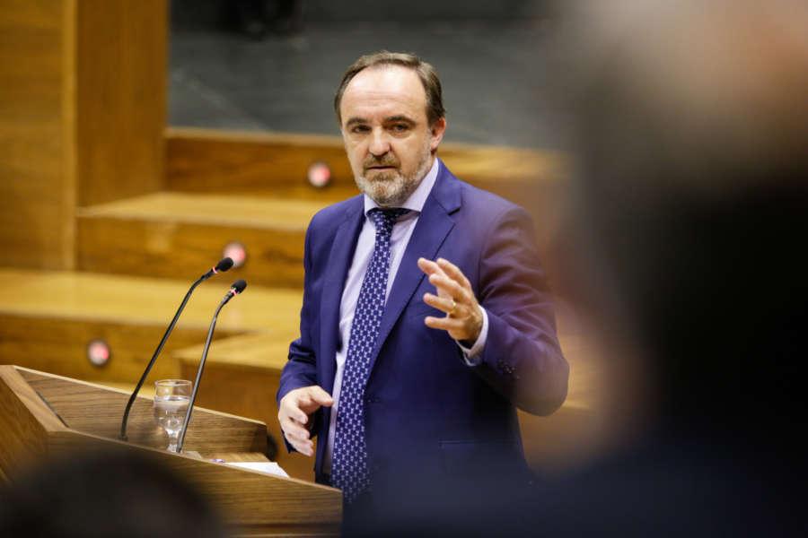 """Esparza pregunta a Chivite por la legitimidad del PNV para negociar competencias """"en nombre de Navarra"""""""