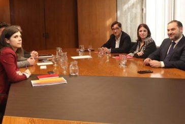 ERC y PSOE pactan una consulta en Cataluña para avalar los acuerdos de la mesa de negociación