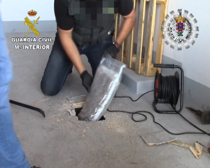Desarticulan una red que llevaba droga de Melilla a Valencia en dobles fondos