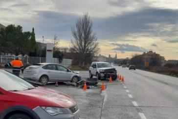 Dos heridos leves en una colisión forntal en Olite