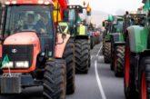 Miles de tractores cortan varias carreteras de toda España como protesta contra el Gobierno por su situación