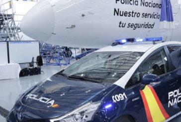 """""""Policía Nacional. Nuestro servicio, tu seguridad"""" rótulo del avión Air Europa"""