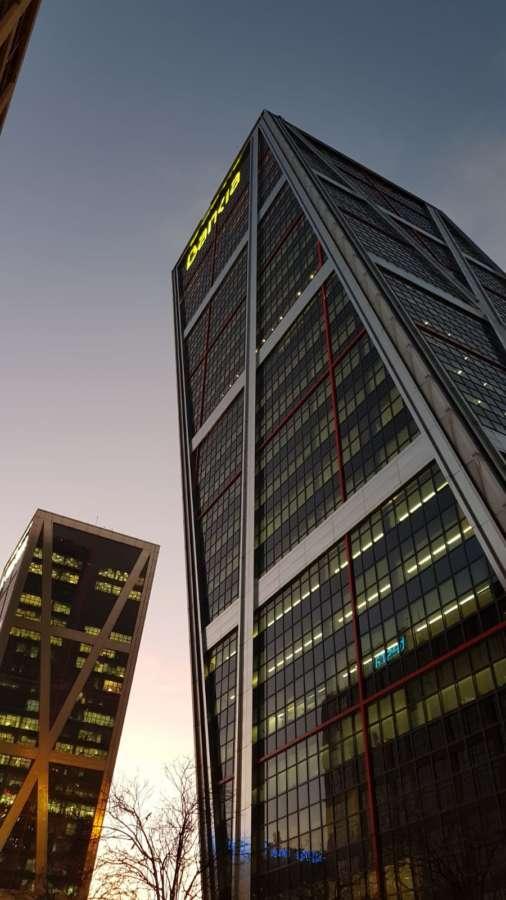 Bankia y CaixaBank confirman a la CNMV que negocian su fusión bancaria