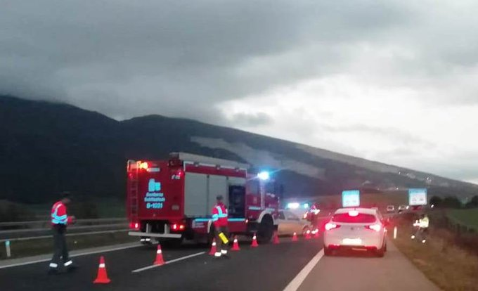 Un herido leve en una colisión entre dos turismos en Tiebas