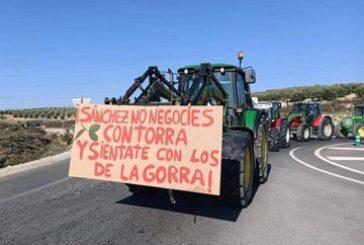 Agricultores extremeños colapsan varias carreteras en una masiva jornada de protestas
