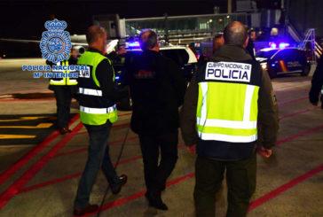 Policía Nacional custodia a Carlos García Juliá en su extradición a España