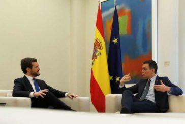 Casado ofrece a Sánchez pactos si rompe la mesa de diálogo con el independentismo