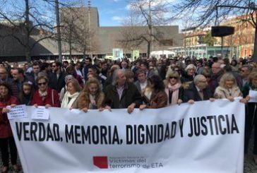 Cientos de personas se concentran en Pamplona en memoria de las víctimas de ETA