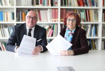 Cultura firma un convenio para remunerar a autores por el préstamo de obras en las bibliotecas navarras