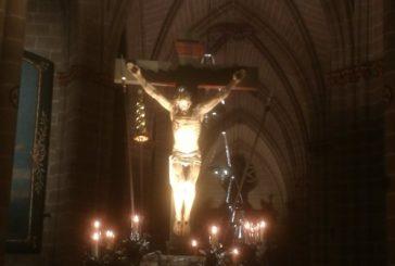 La Hermandad de la Pasión traslada el Cristo Alzado a la Catedral de Pamplona