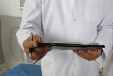 El móvil, viajar en avión o la polución, factores de riesgo para la salud dermatológica