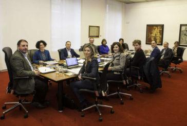 La Junta de Portavoces del Parlamento navarro exige a la Presidenta de Madrid rectificación pública