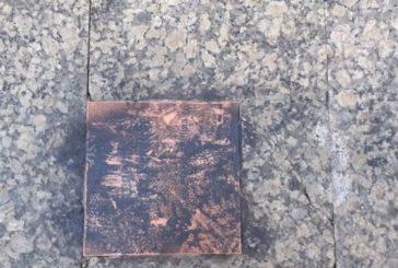 Pintan la placa recién colocada en memoria de Gregorio Ordóñez en San Sebastián