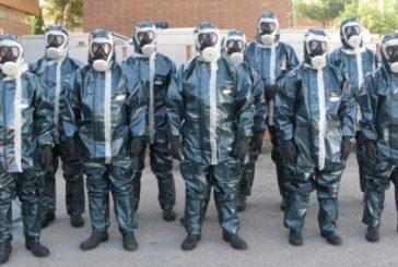 La Guardia Civil con trajes antiradiación vigila el aislamiento de los vecinos de Haro afectados por el coronavirus