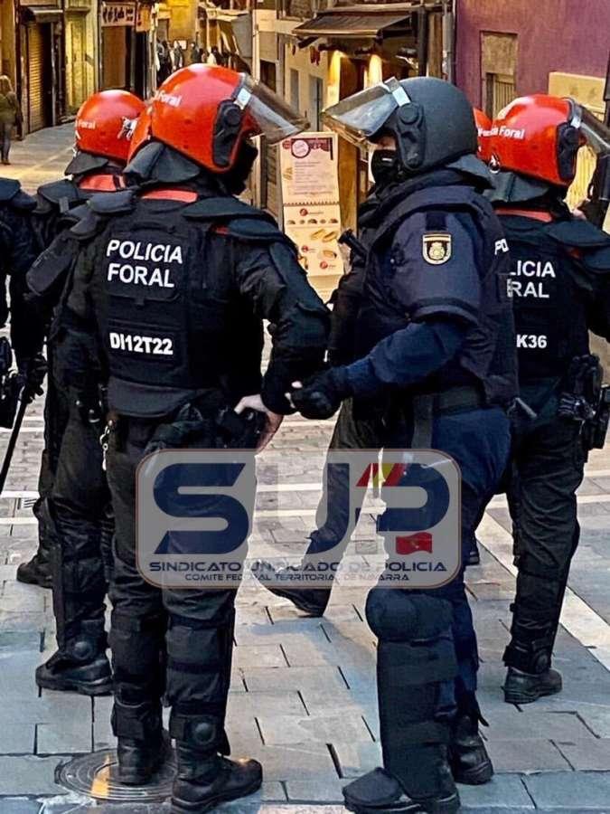 """SUP: """"Impecable"""" intervención policial ante los altercados de """"radicales"""" en apoyo al etarra """"Patxi Ruíz"""""""