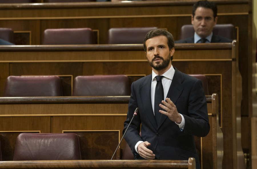 """Casado a Sánchez: """"El que sobra en esta farsa convertida en tragedia no es un coronel, es su ministro"""""""