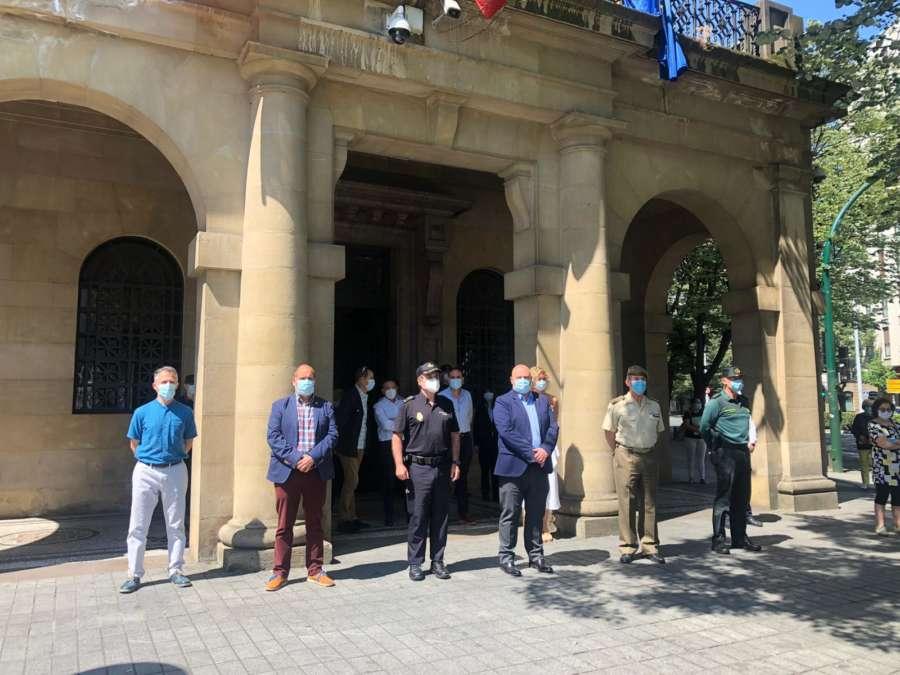 La Delegación del Gobierno en Navarra se suma al minuto de silencio por las víctimas del coronavirus