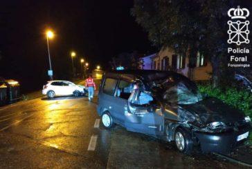 Evacuado un conductor al CHN tras colisionar con un vehículo estacionado en Ollacarizqueta