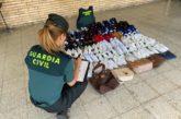 Incautado calzado deportivo de marcas comerciales en un mercadillo de la Cuenca de Pamplona