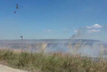 Arde una cosechadora y 7 hectáreas incendiadas en Mélida, Navarra