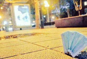 Pamplona prohibe arrojar guantes o mascarillas sanitarias al suelo
