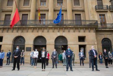 Parlamento y Gobierno de Navarra guardan 1 minuto de silencio por los fallecidos por coronavirus