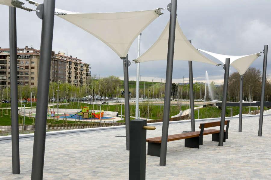 Los parques infantiles del bulevar de Iturrama y del Lago de Mendillorri contarán con cubiertas de lona