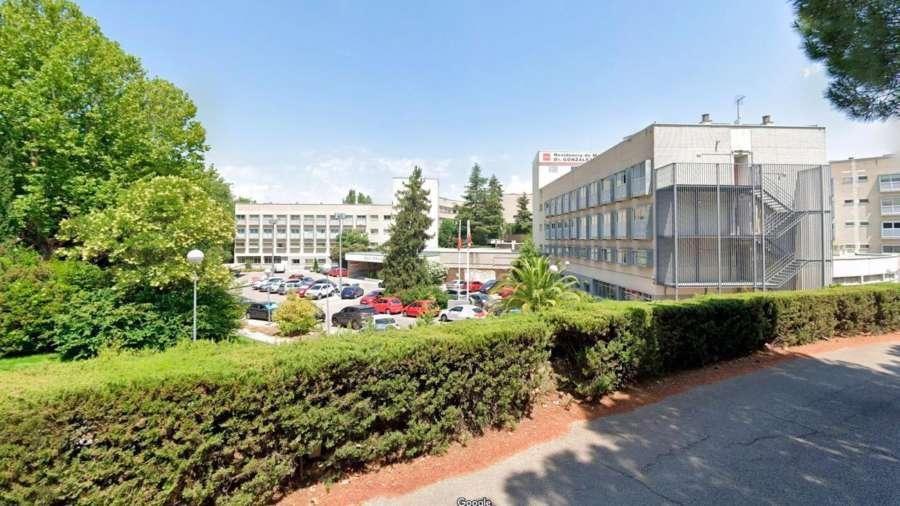 Madrid prohíbe las visitas en la mayor residencia pública de España por nuevos positivos