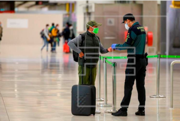 Madrid exige más controles en Barajas tras detectar viajeros con PCR positiva