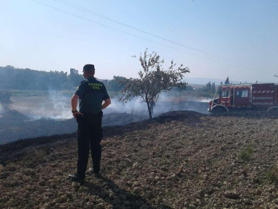 Un incendio en la localidad navarra de Viana quema una superficie de 1,1 hectáreas de rastrojos y matorral bajo.